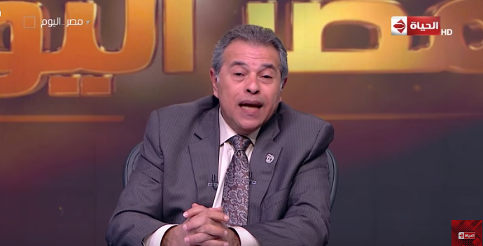 بالفيديو.. توفيق عكاشة ينفعل على فريق إعداده بسبب رنة موبايل