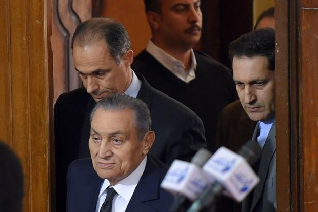 مصطفى بكري يكشف كواليس الساعات الأخيرة قبل تنحي مبارك